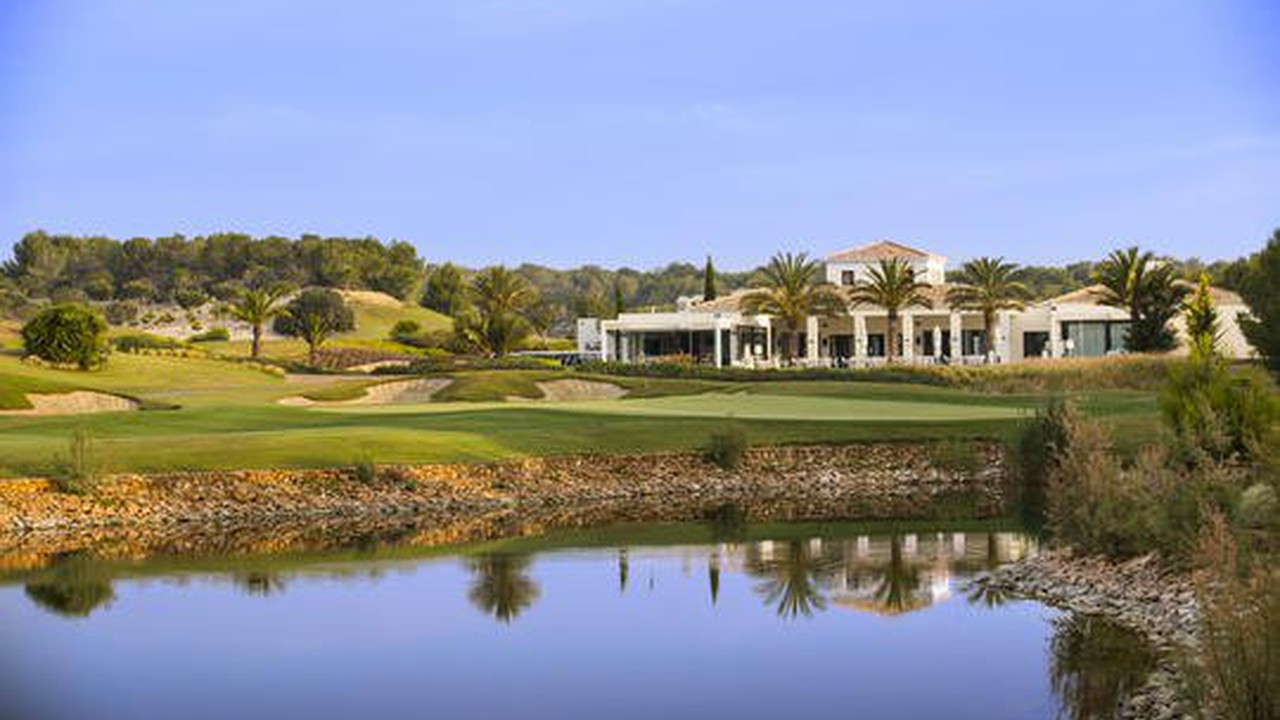 Las Colinas Golf Resort